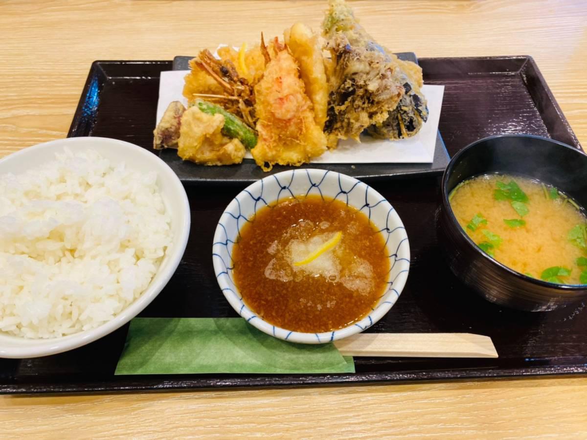 全国に2店舗のみ天丼専門店『江戸前天丼はま田』西区西大宮店で『江戸前天盛り定食』食べてみた。