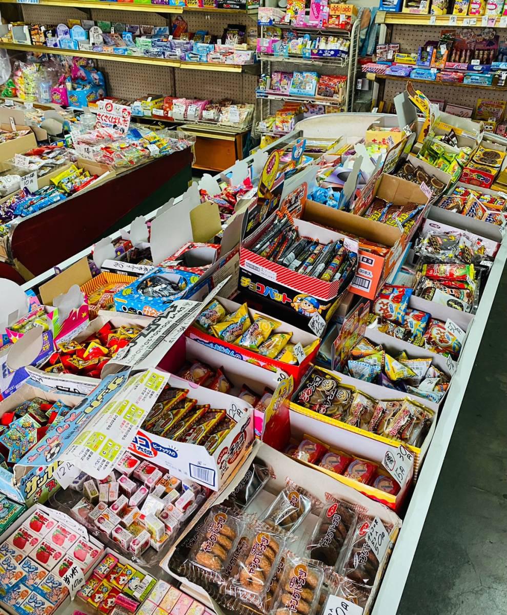 大宮区の街中にある駄菓子屋『福屋』に行ってきた。昔ながらの店に大人も子供も夢中で買い物。
